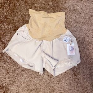 Jessica Simpson maternity shorts